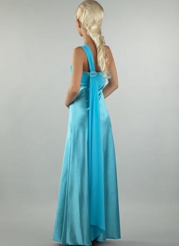 Длинное вечернее платье из атласа и шифона.