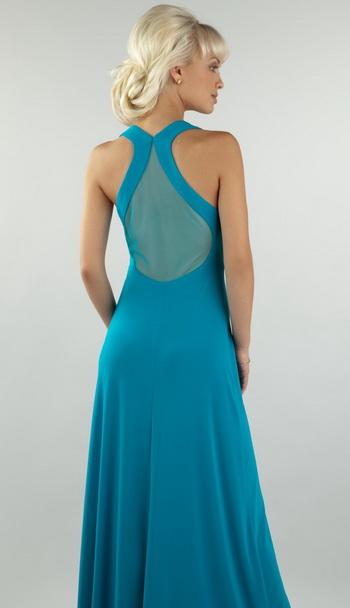 Длинное вечернее платье из трикотажа с полуобнаженной спиной.