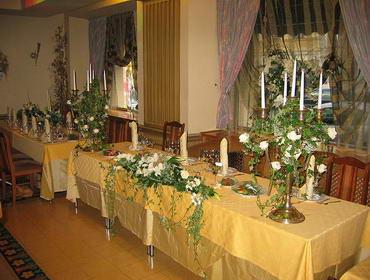 Украшение зала живыми цветами