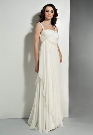 Длинное вечернее платье с открытыми плечами.  Выполнено...