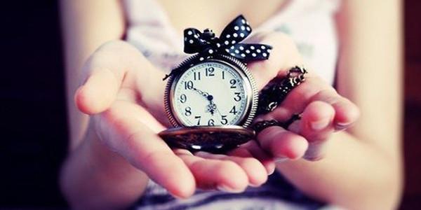 Часы с бантиком в подарок