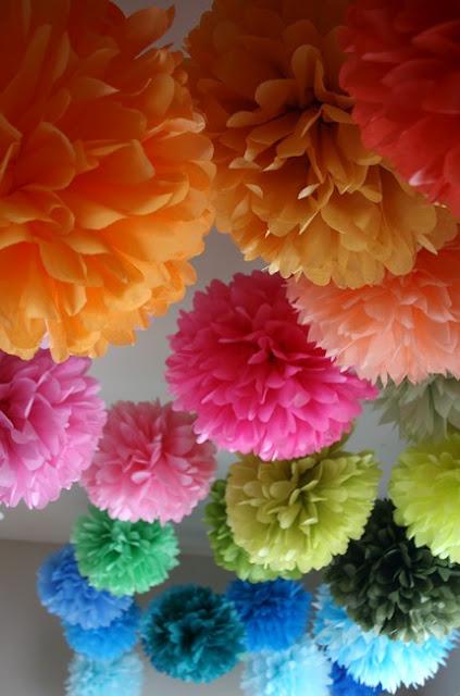 оранжевые, розовые, красные, зеленые цветы из бумаги