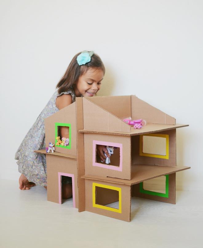Как сделать домик для кукол барби своими руками из коробки или картона 79