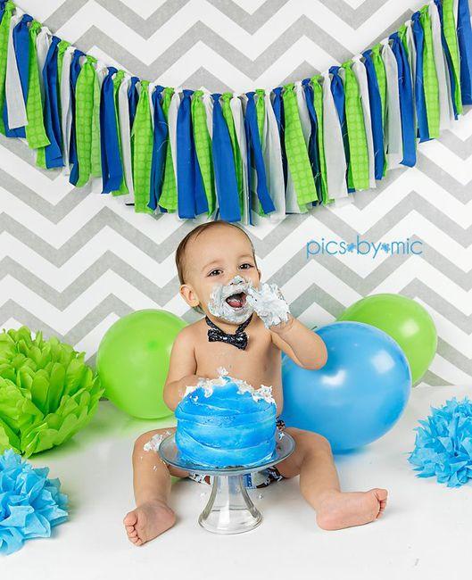 Малышу 1 год. Цветные шары, бумажные цветы, тортик