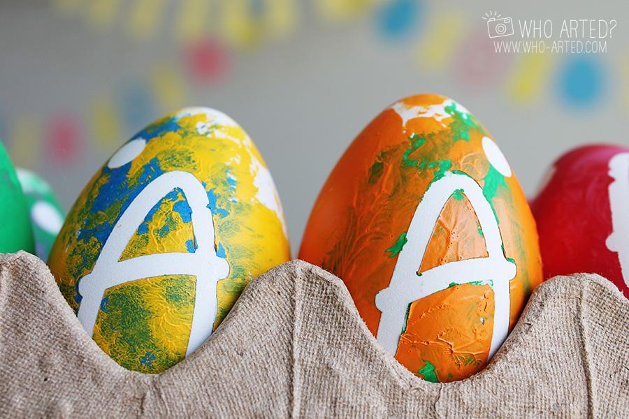 Окрашиваем яйца на Пасху акриловыми красками