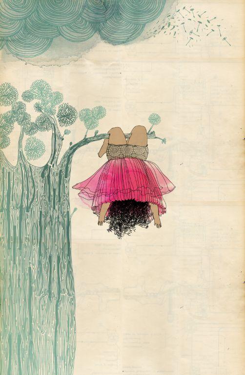 девочка висит на дереве верх ногами