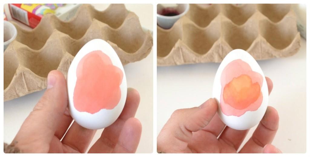 На половину окрашенные куриные яйца