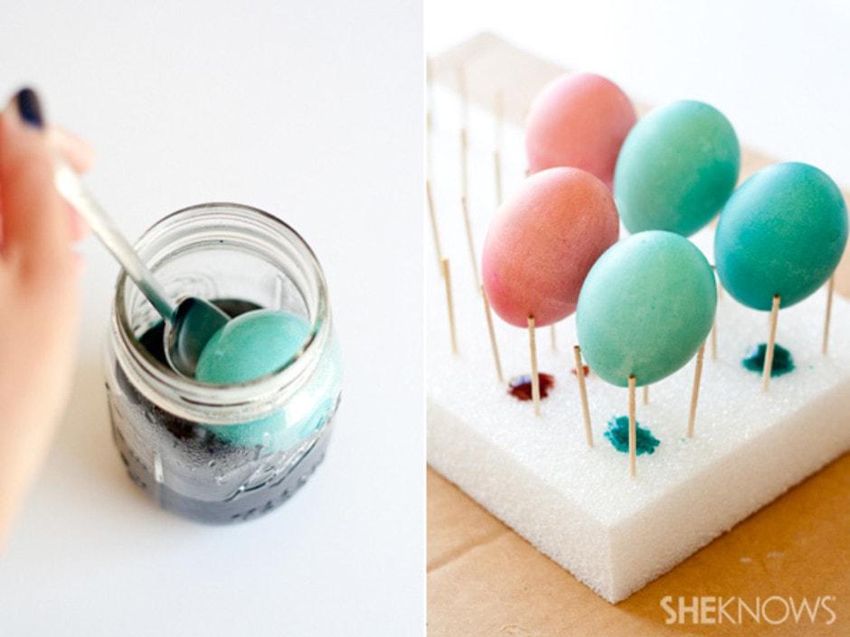 Красим яйца в зеленый цвет