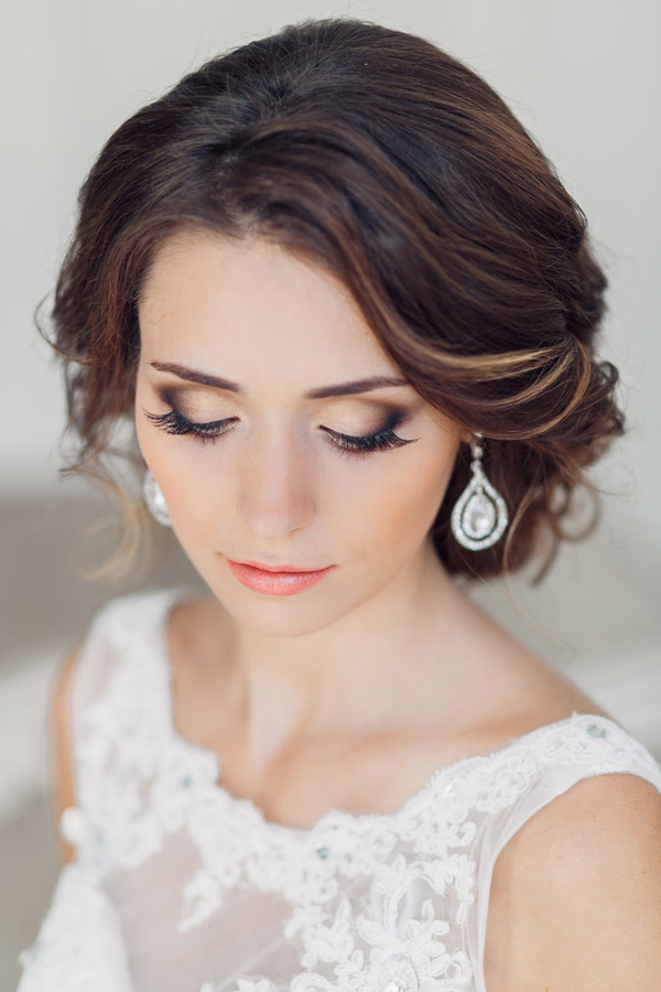 Прически к свадьбе и макияж