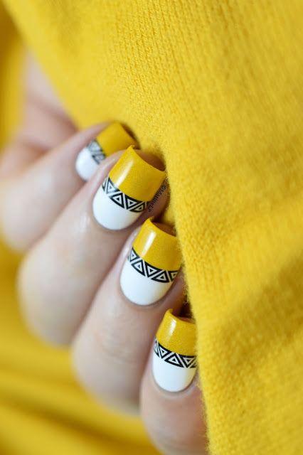 Зимний маникюр желтого цвета