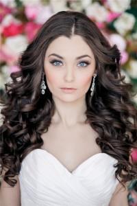 Свадебная прическа для роскошных волос