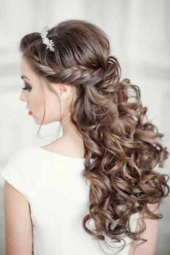 Свадебная прическа с косичками