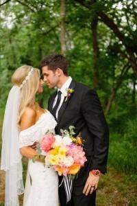 Жених и невеста на природе, фото