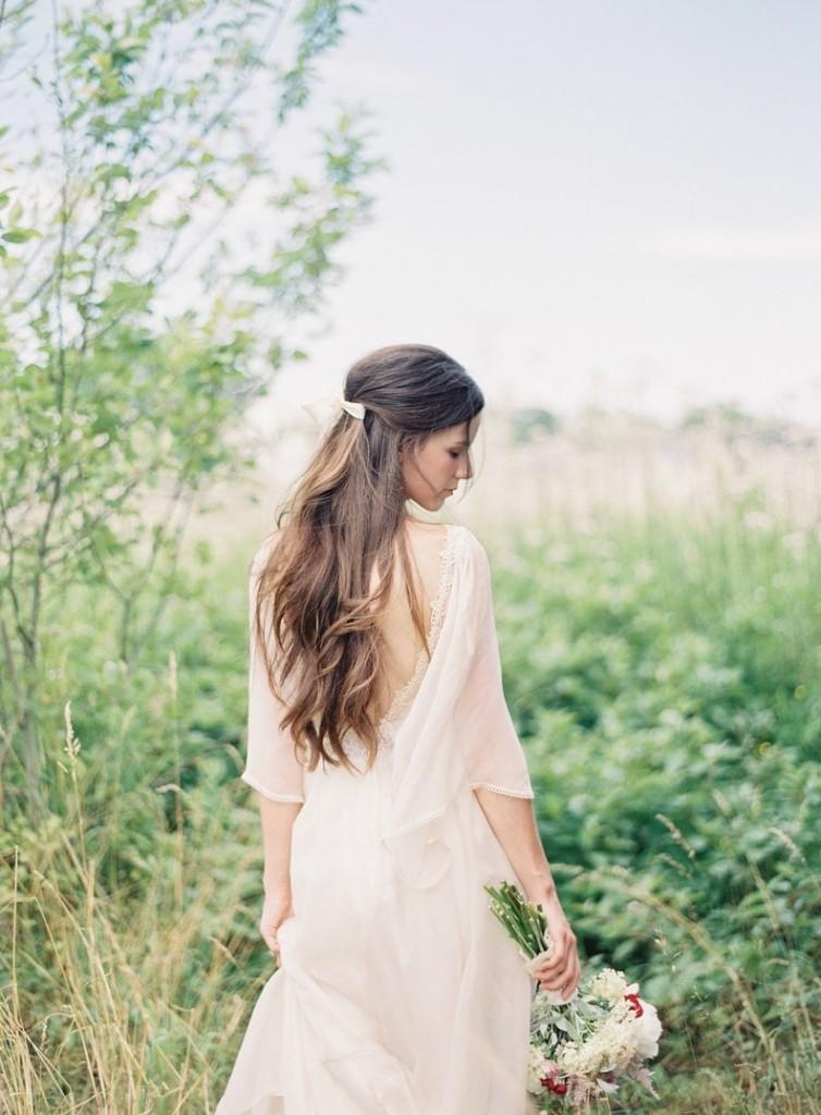 Свадебная прическа на длинные распущенные волосы
