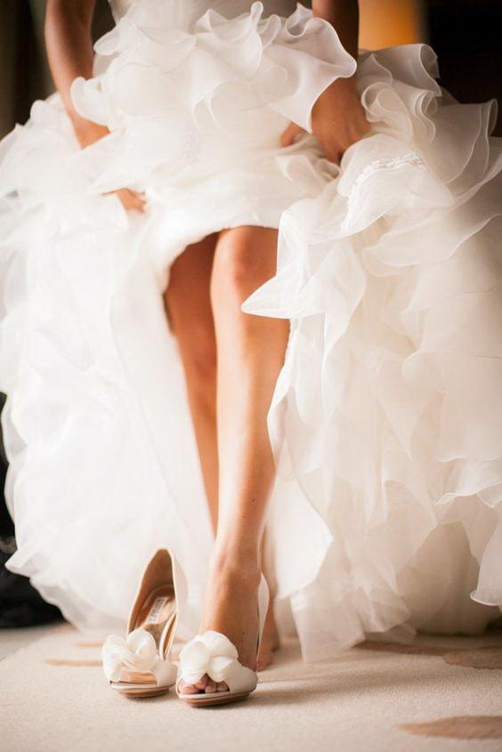 Ножки невесты в туфельках