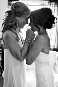 Счастливые мама и невеста
