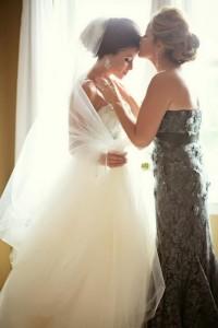Мама и дочь невеста