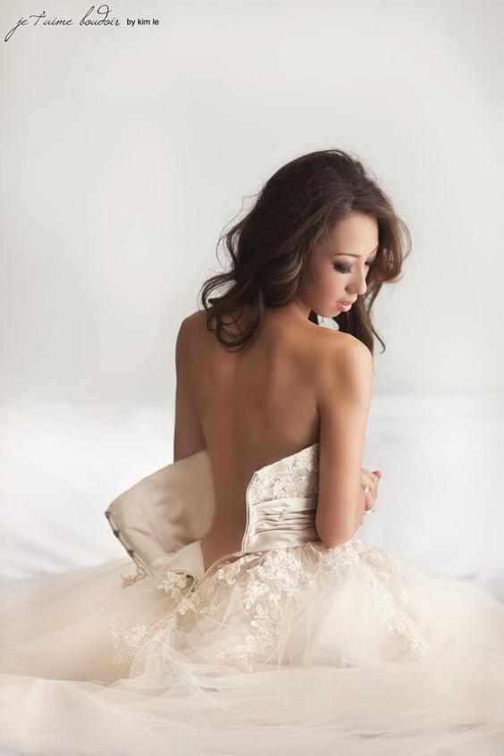 Невеста с обнаженной спиной
