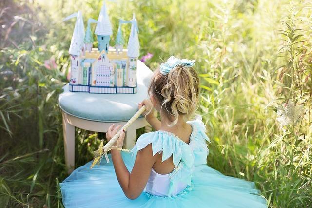 Девочка с замком