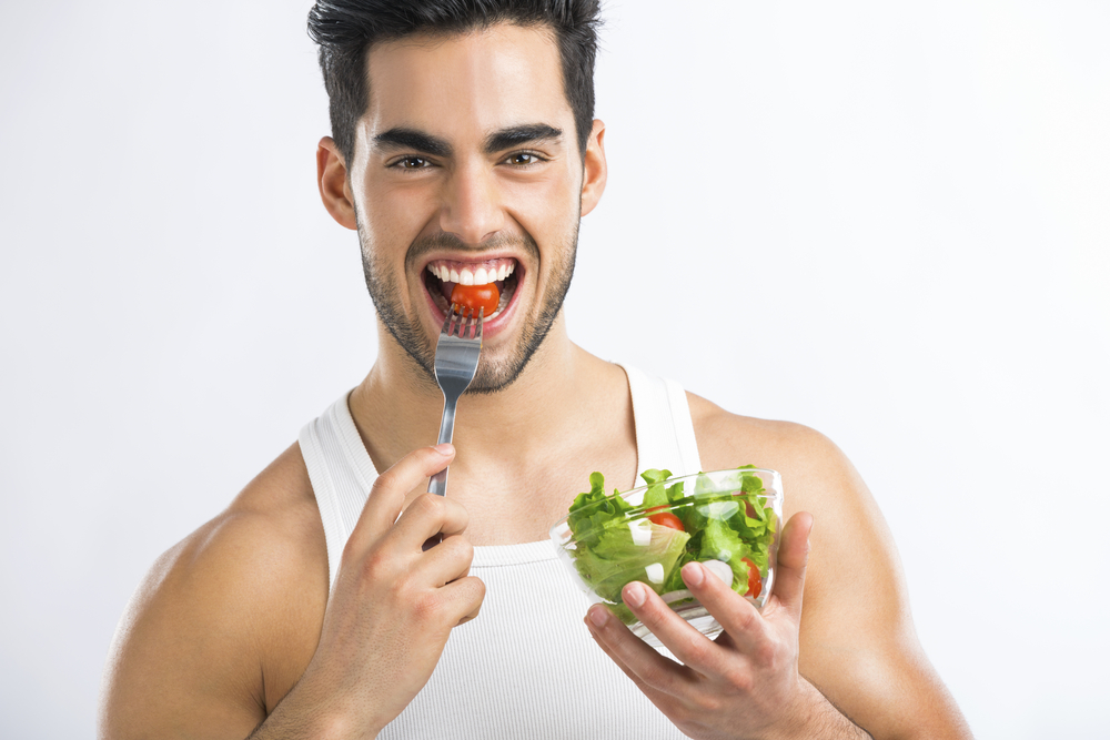 Мужчина с салатом