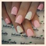 Красивые ногти белого и розового цвета