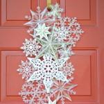 Оформление двери снежинками