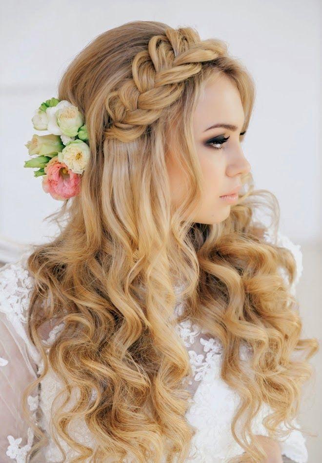 Романтичная свадебная прическа на распущенные волосы