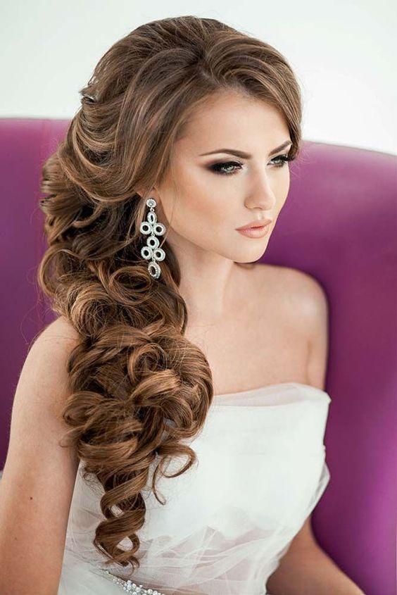 Стильная прическа на длинные волосы невесты