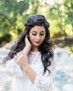 Свадебная прическа на длинные волосы с косичками